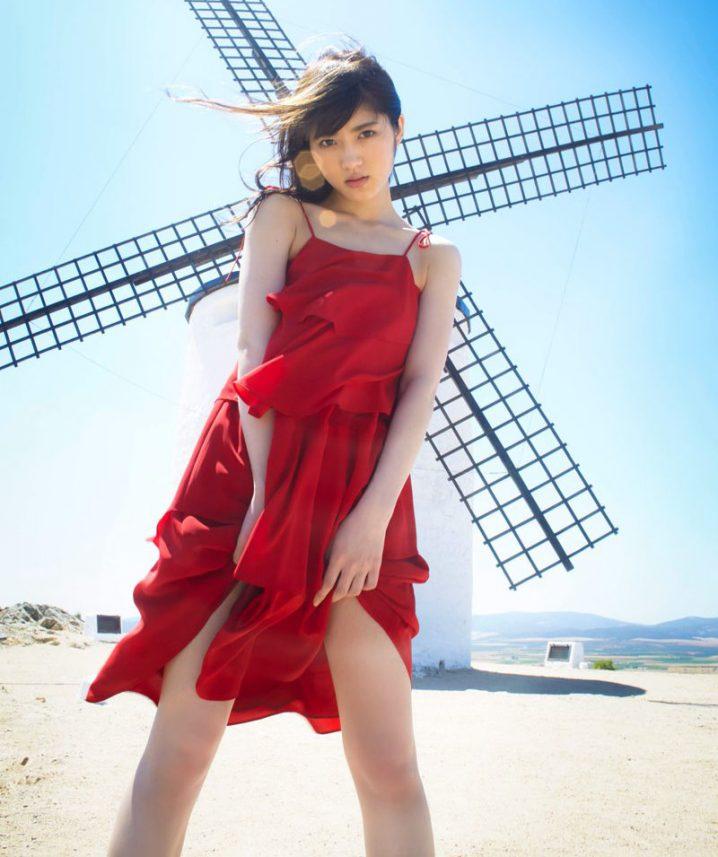 若月佑美さんのコスチューム
